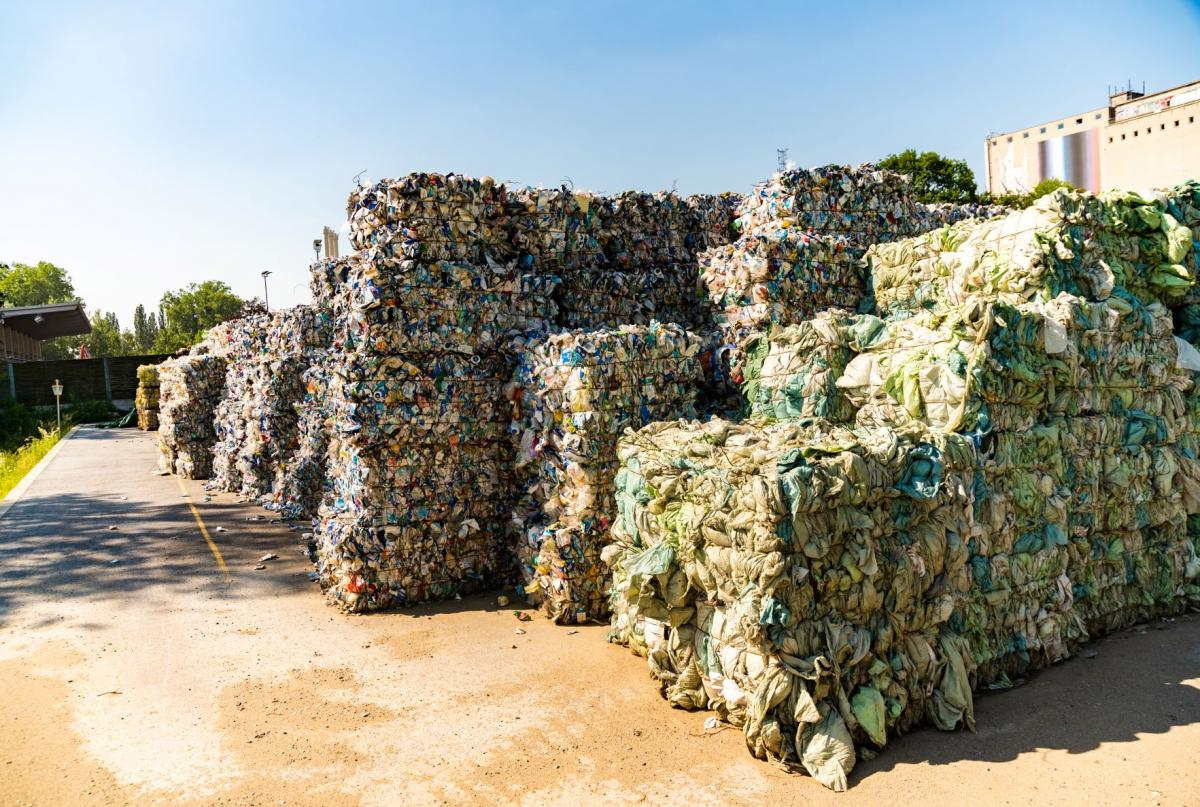 6 Business Benefits of a Waste Balers and Crushers